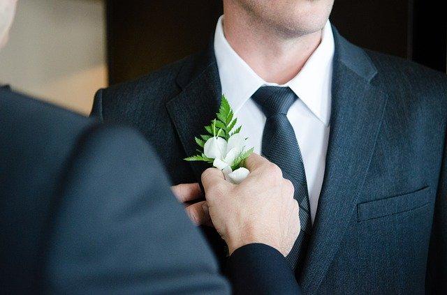 結婚する男性のイメージ