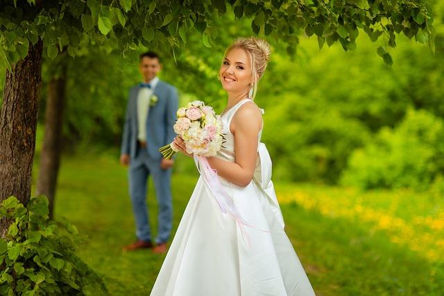 婚活でモテる人の特徴は幸せオーラ