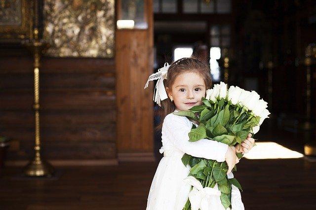 結婚式の女の子